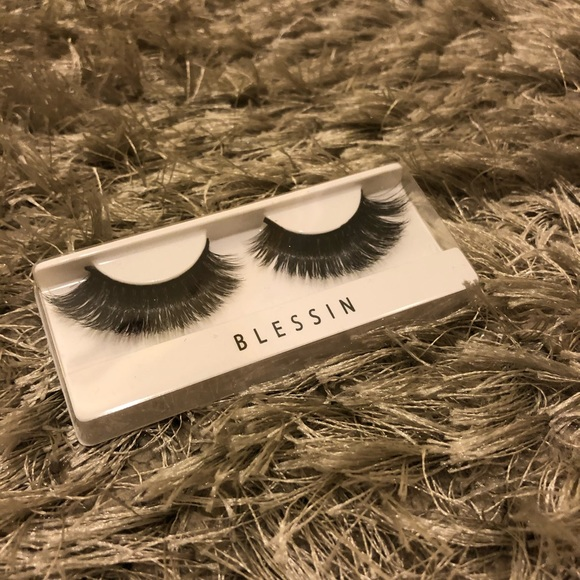 B3G1 Free! 1 Pair of Lashes
